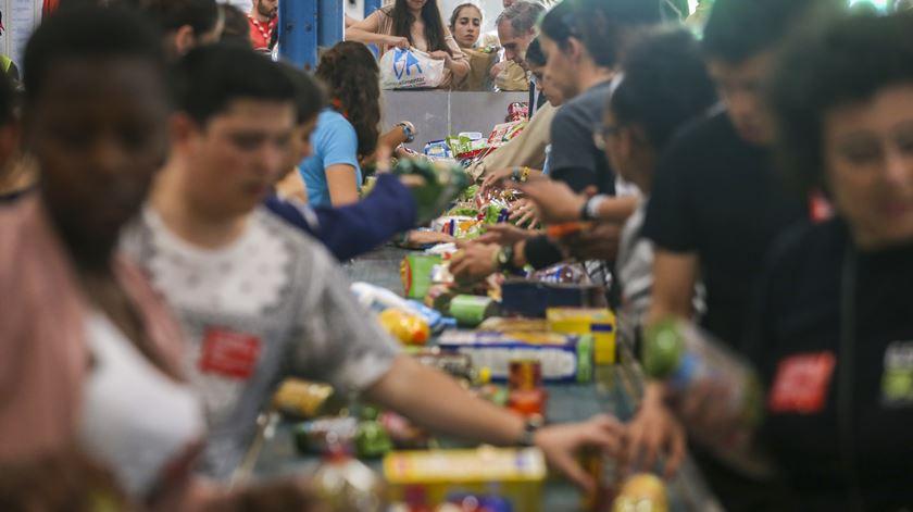 """Sem voluntários """"por causa das eleições e da praia"""", Banco Alimentar deixa apelo: """"Precisamos de braços para nos ajudar"""""""
