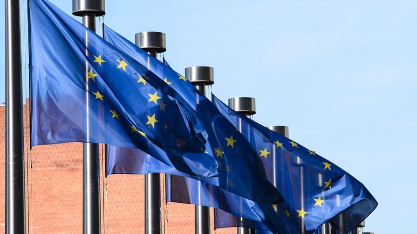 Subida de rating. Bruxelas elogia Portugal mas deixa avisos