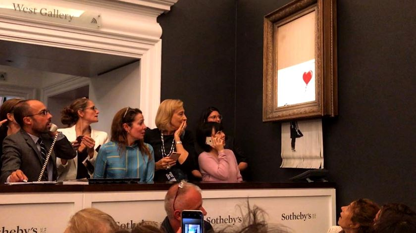 Obra de Banksy autodestrói-se após ser vendida por um milhão de libras