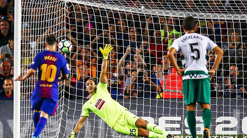 """Quando o talento aflora, a bola torna-se imparável. Messi assina """"póquer"""" frente ao Eibar"""