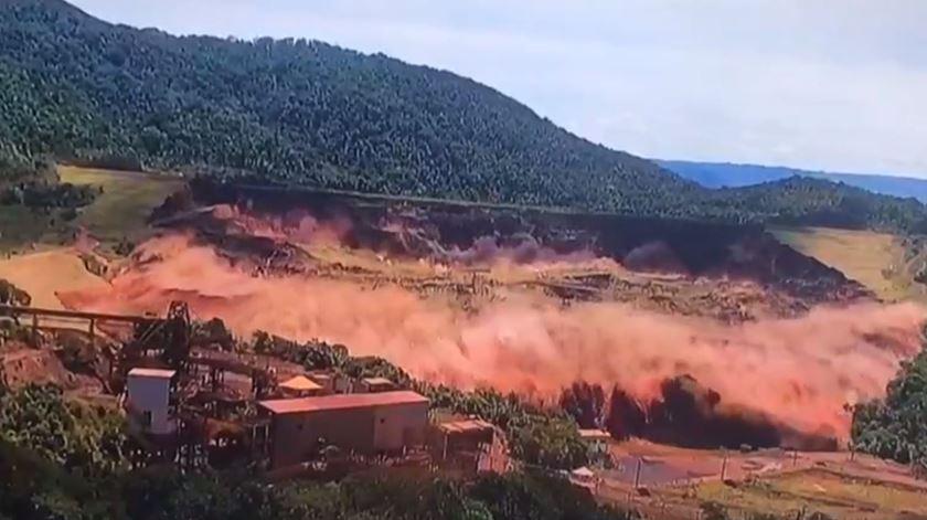 As imagens do instante em que a barragem do Brumadinho cedeu