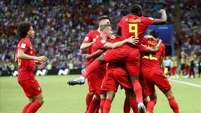 """A Bélgica continua invicta: cinco jogos, cinco vitórias. Venham as """"meias"""" do Mundial. Foto: EPA"""
