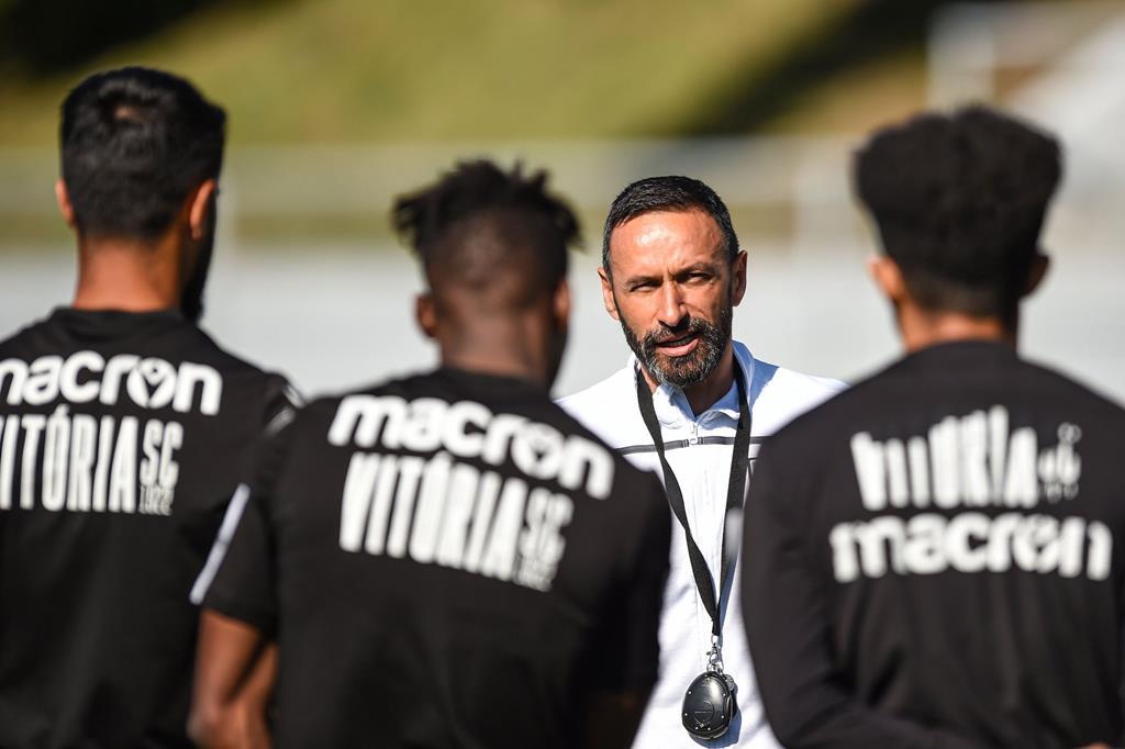 Bino vai realizar o seu terceiro jogo como técnico principal do Vitória Foto: VSC