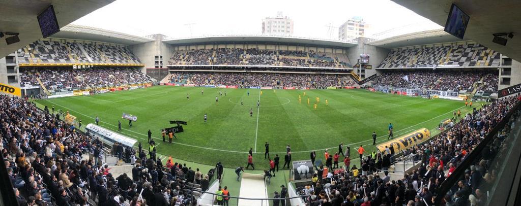 Relvado do Estádio do Bessa interditado a treinos. Foto: Boavista