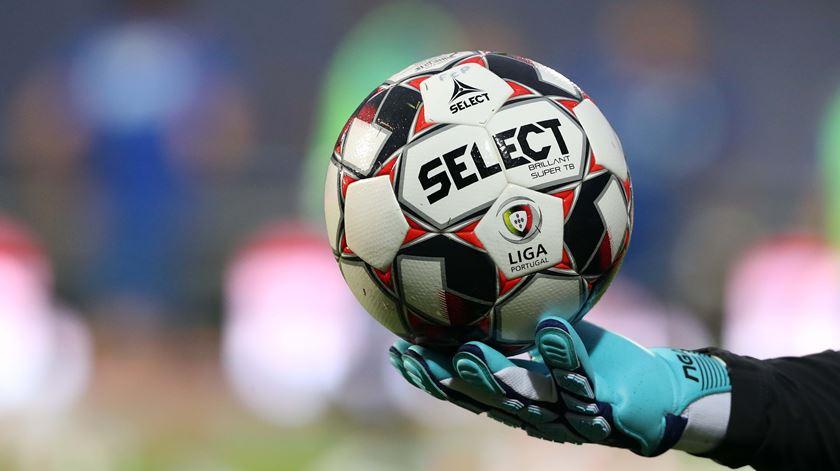 Sporting e FC Porto discutem clássico em que podem perder terreno para o Benfica