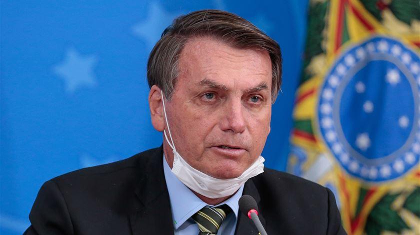 """Bolsonaro amplia uso da cloroquina, contra evidências científicas. """"Quem quiser usa, quem não quiser não usa"""""""