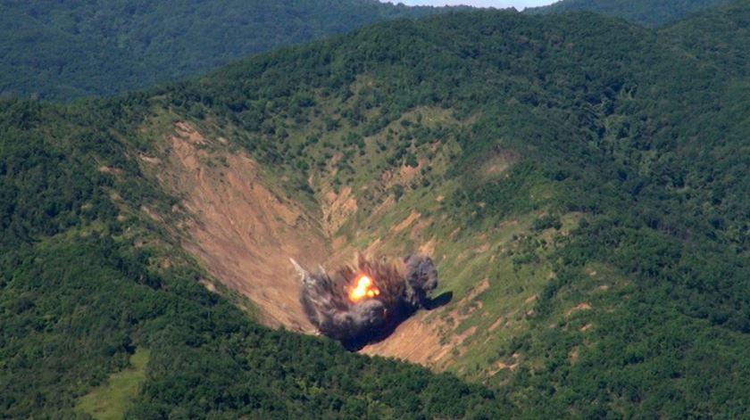 Coreia do Sul testa oito bombas em resposta a Pyongyang