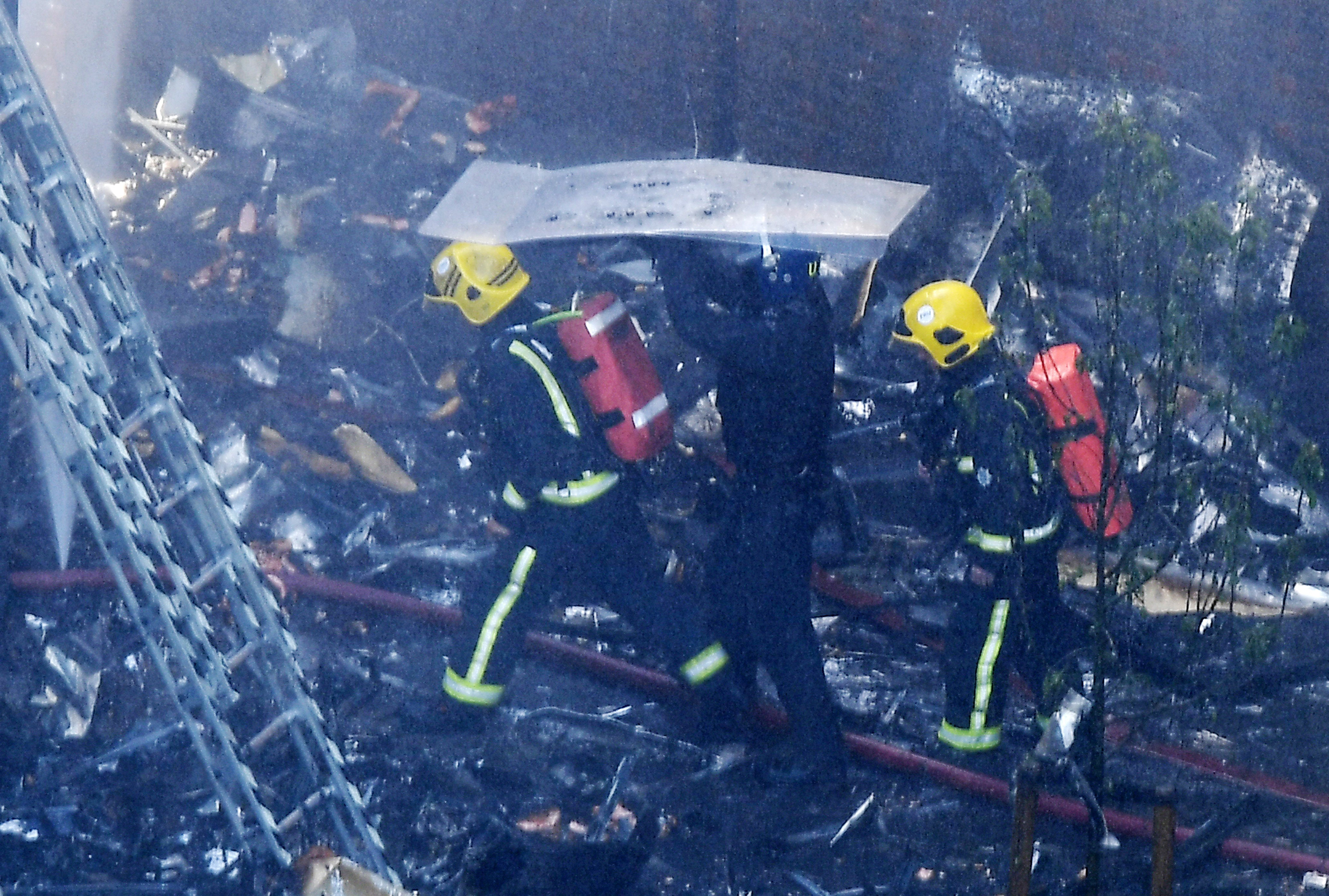 Crianças atiradas pelas janelas para escaparem às chamas — Incêndio em Londres