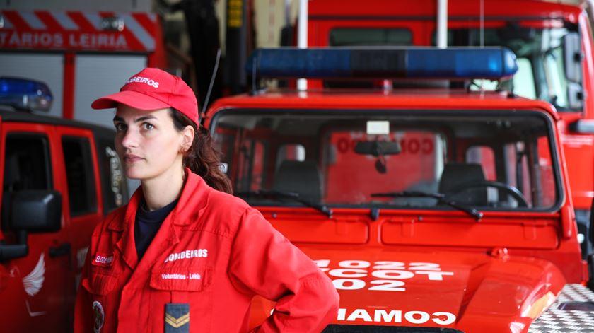 Reportagem - Voluntários e profissionais: bombeiros a 100% - 23/10/2017 - Elsa Araújo Rodrigues