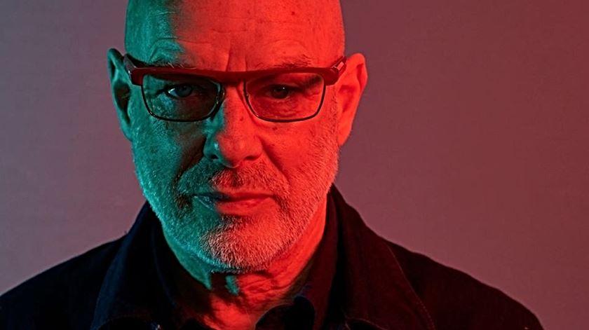"""Brian Eno escreve carta aos europeus: """"Não se riam de pessoas como Trump e Johnson, porque vão devorar-vos"""""""