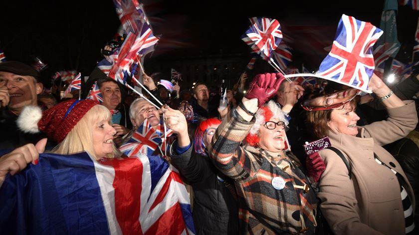 Britânicos pró-Brexit em festa. Reino Unido deixa União Europeia