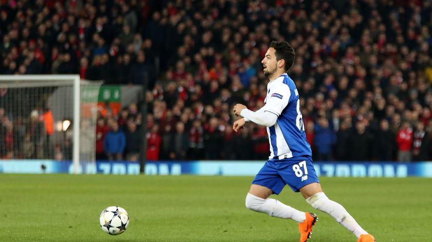 Bruno Costa estreou-se a titular, diante do Liverpool, e logo na Champions. Foto: Twitter do FC Porto