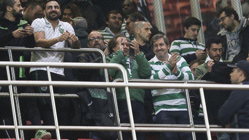 Bruno de Carvalho no meio dos adeptos do Sporting. Foto: Miguel A. Lopes/Lusa