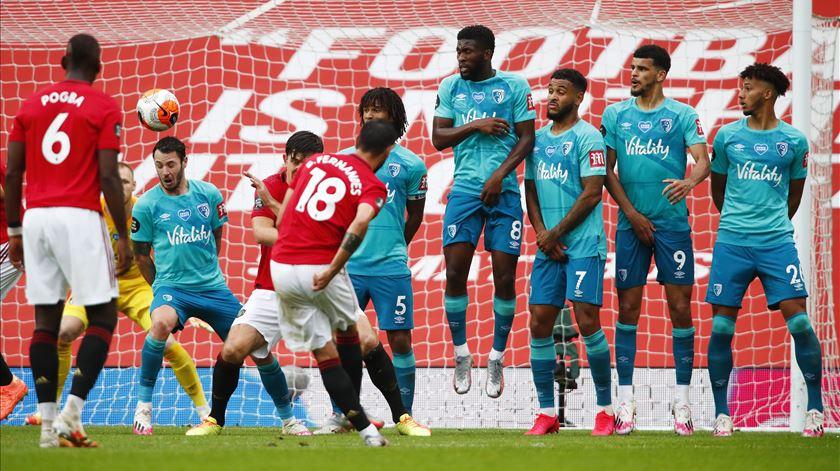 Bruno Fernandes marca e assiste na goleada do Manchester United