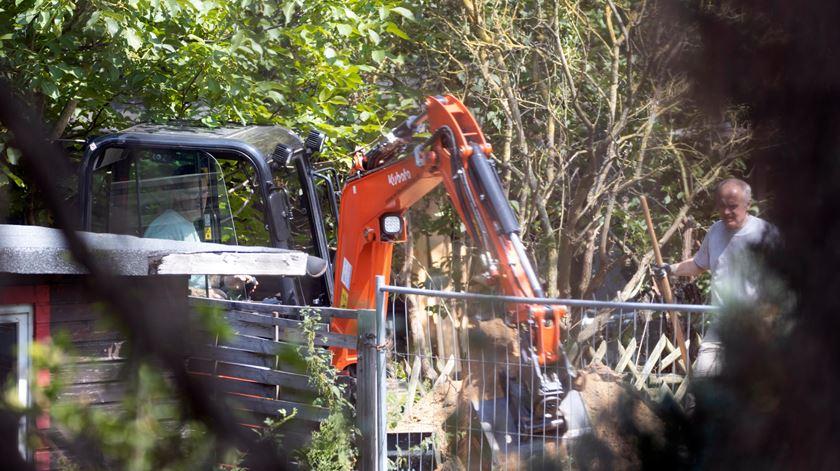Maddie McCann. Polícia alemã faz escavações em Hannover, junto à casa de suspeito