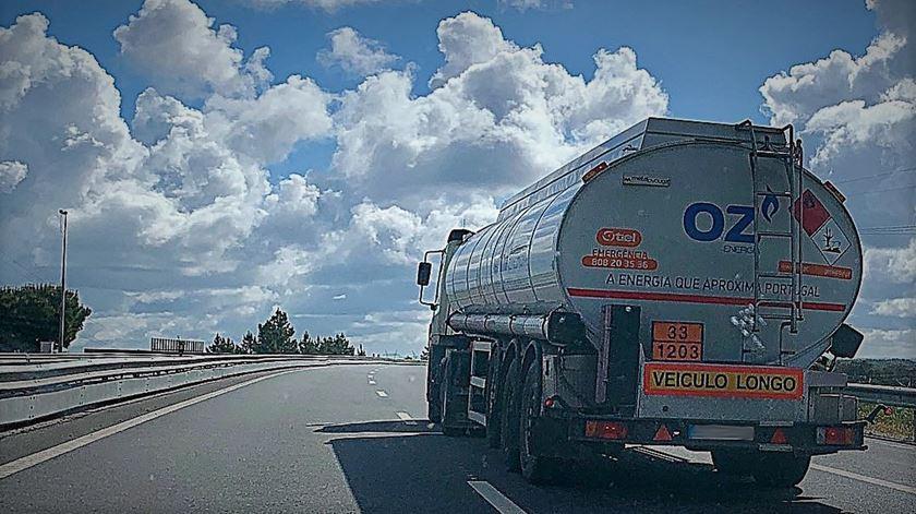 OCDE alerta: impostos sobre combustíveis poluentes são demasiado baixos