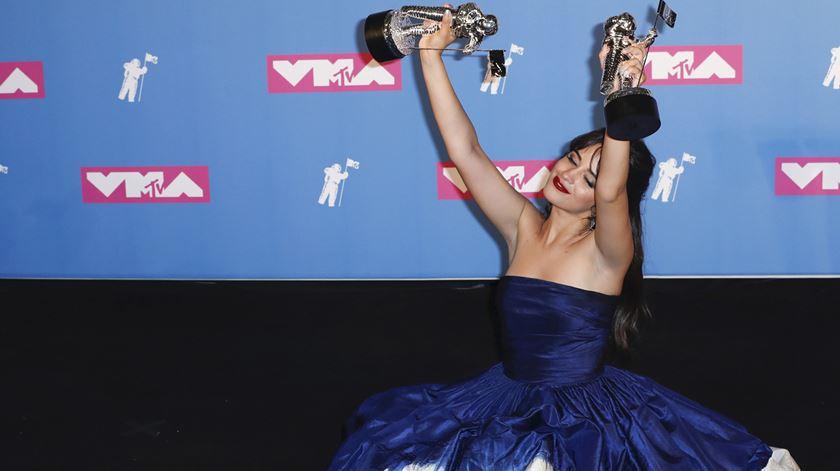 Camila Cabello foi a vencedora da noite. Foto: Jason Szenes/EPA