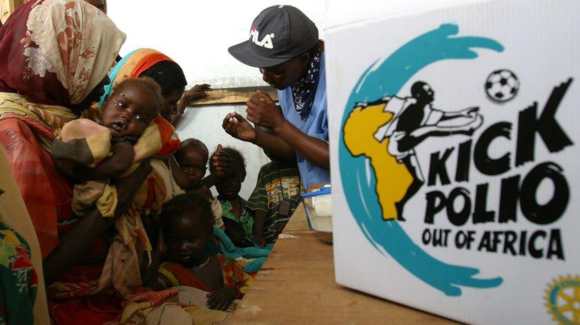 """África oficialmente declarada livre da poliomielite, mas """"batalha ainda não acabou"""""""