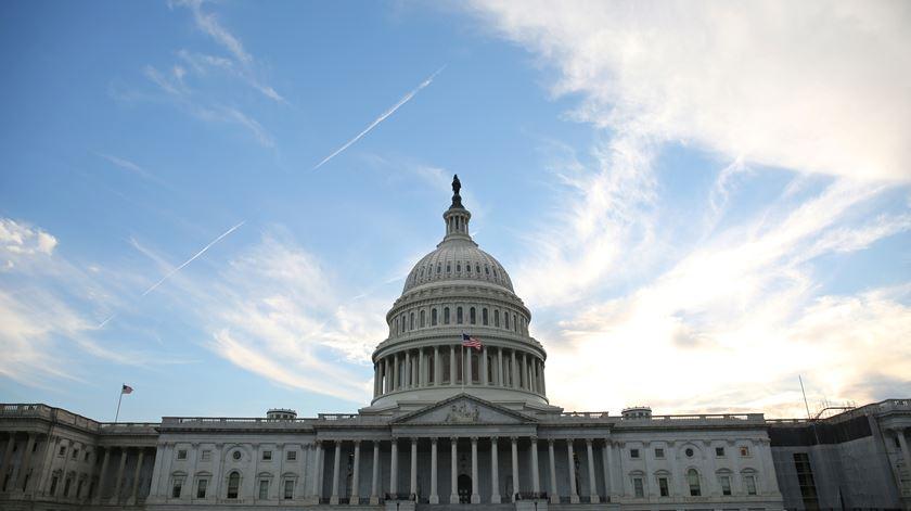 Coronavírus. Senado dos EUA aprovou o maior pacote de estímulos económicos de sempre