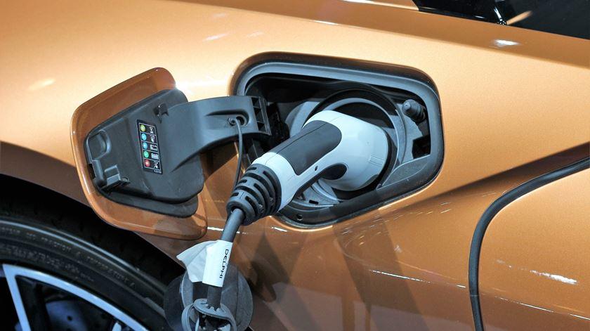 Usar carro elétrico pode baixar os custos em 12%