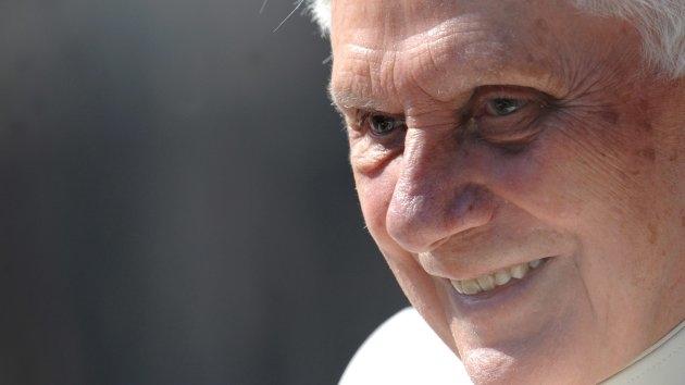 Segundo irmão, papa emérito Bento XVI sofre de doença debilitante; Vaticano nega