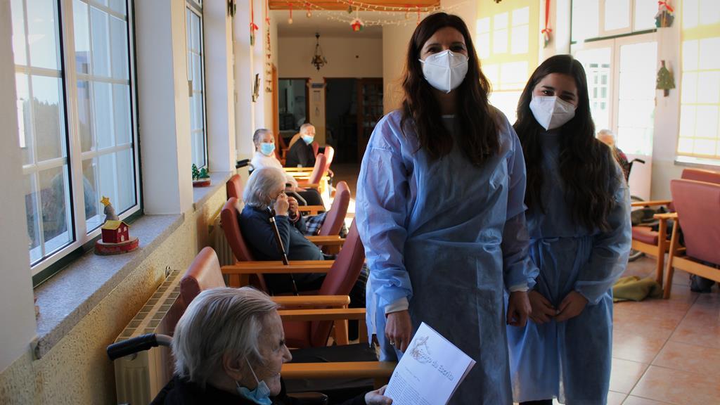 Carla Nereu e Mariana Brito acompanharam os 44 utentes infetados com Covid-19. Foto: Liilana Carona/RR