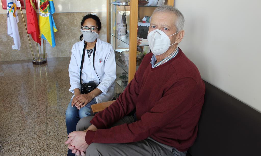 Carlos Lagarinhos, presidente da associação, e a assistente social Marisa Bento. Foto: Liliana Carona/RR