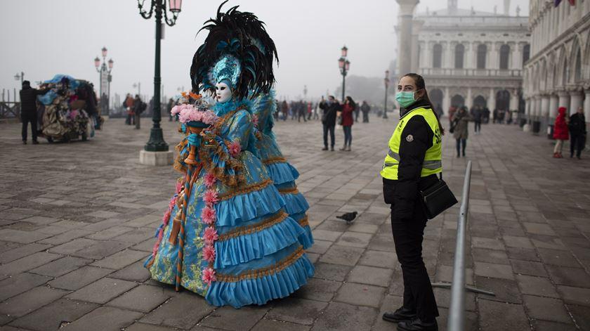 """Carnaval de Veneza cancelado devido ao coronavírus. """"O pânico é mais contagioso que o vírus"""""""