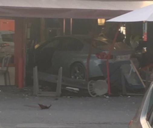Motorista avança contra pizzaria em Paris e mata uma menina
