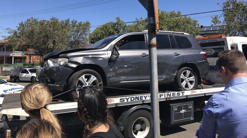 Carro entra por sala de aula e mata duas crianças na Austrália