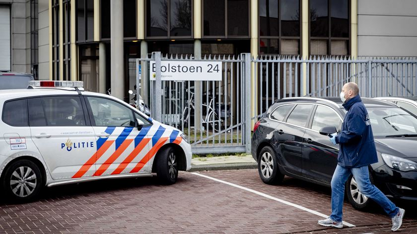 Cartas armadilhadas provocam duas explosões na Holanda