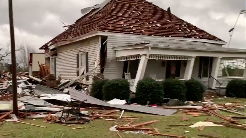 Tornados fazem 23 mortos no Alabama