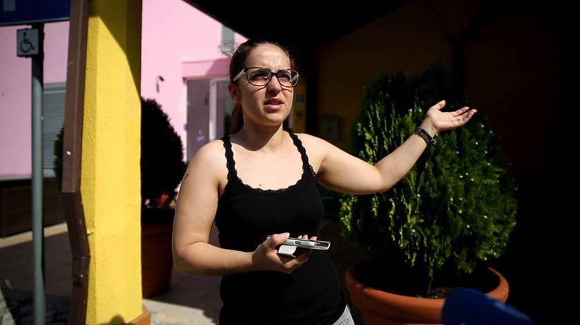 """Sandra Bernardo, funcionária do hotel """"Lagar do Lago"""", viu o pânico apoderar-se das pessoas. Foto: Joana Bourgard/RR"""