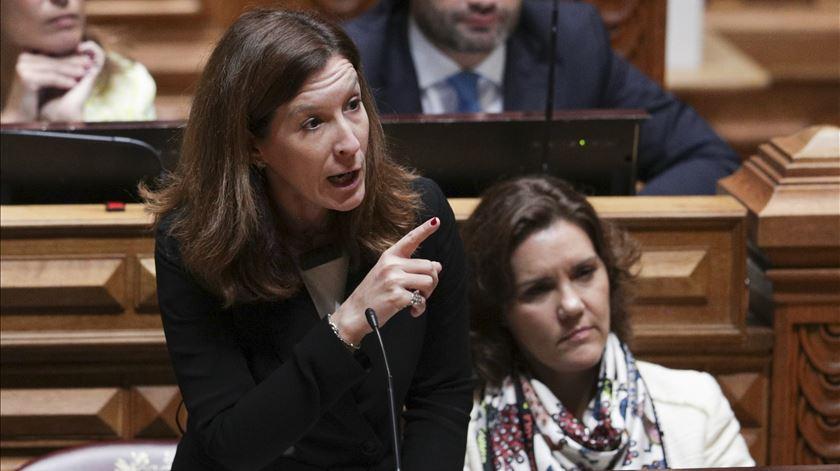 """CDS quer saber se """"Governo ultra-mega-grande"""" vai defender regionalização"""