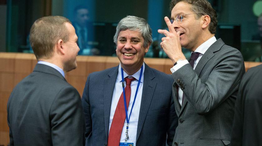 Instantes do Eurogrupo #2: Centeno com o polémico Dijsselbloem. Foto: Stephanie Lecocq/EPA
