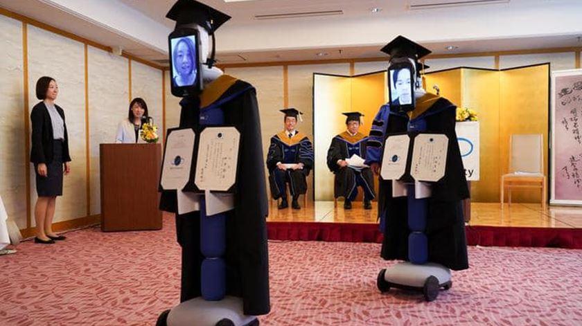 Coronavírus. Robôs substituem alunos japoneses em cerimónia de graduação