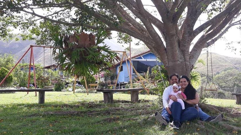 Chary Teixeira com o seu marido e filha em El Tigre, Venezuela. Foto: Chary Teixeira