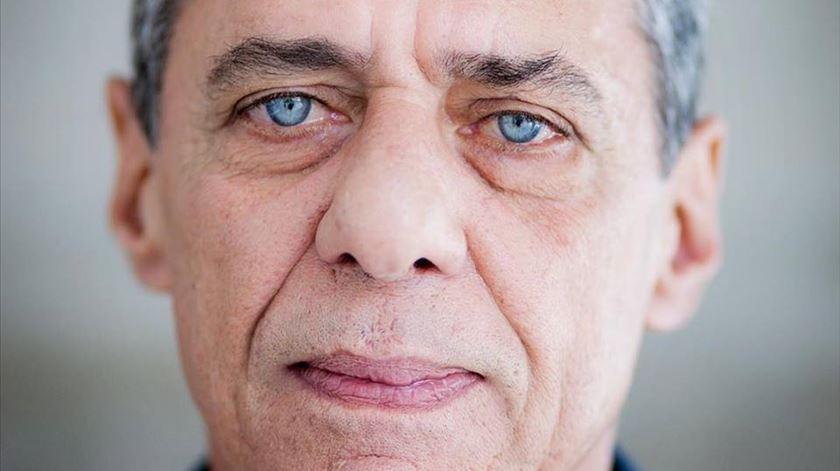 """""""É um segundo prémio Camões"""". Chico Buarque reage à hipótese de Bolsonaro não assinar galardão"""