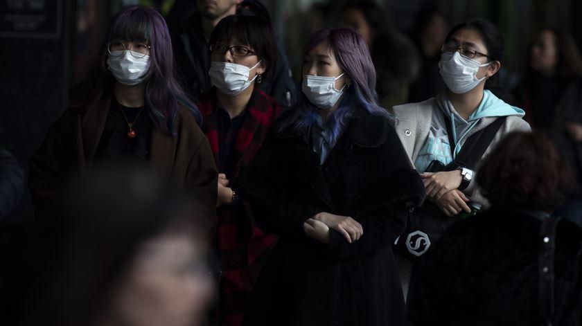 Coronavírus. China cada vez mais isolada enquanto número de casos aumenta