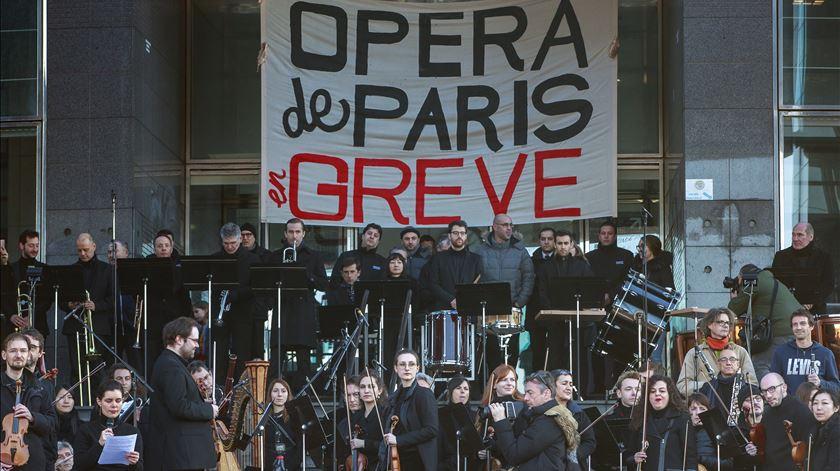 França em greve. Ópera de Paris já cancelou 63 espetáculos com prejuízo de 12 milhões de euros