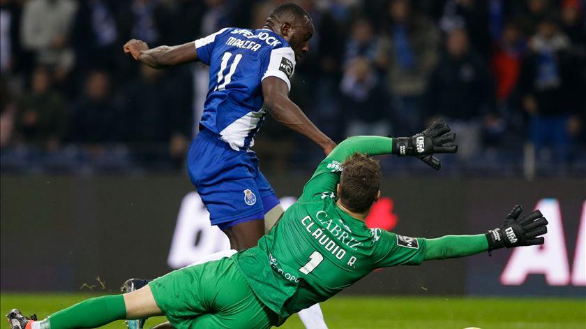 FC Porto 1-0 Tondela. Cláudio Ramos só não impediu a vitória no regresso do líder