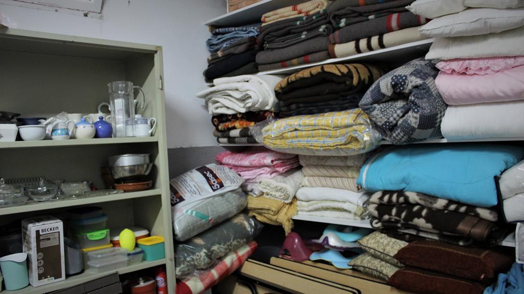 Há cobertores, mas faltam lençóis quentes na Cáritas de Viseu. Foto: Liliana Carona/RR