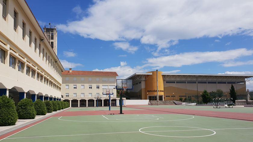 O encerramento do colégio vai afetar a economia da aldeia