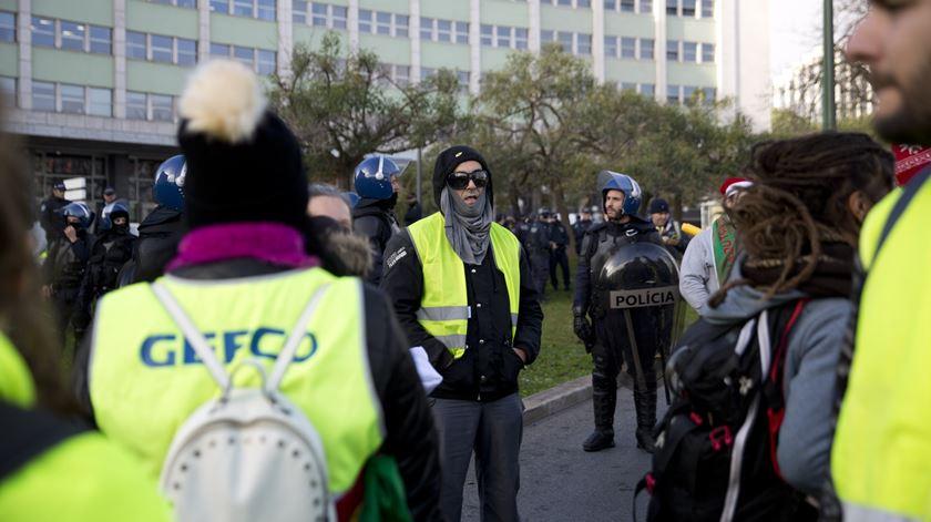 """PNR junta-se a coletes amarelos no Marquês. """"Não fazem parte do movimento"""""""
