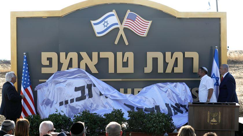 Israelitas dos colonatos com mais razões para agradecer a Donald Trump. Foto: Atef Safadi/EPA