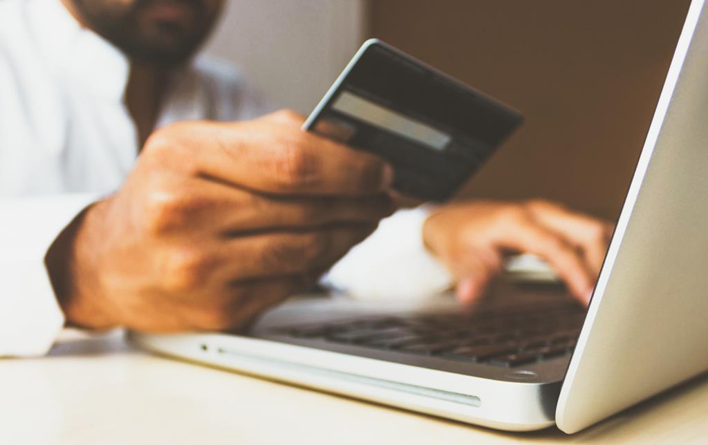 Compras online foi dos setores com maior aumento das reclamações. Foto: Rupixen/Unsplash