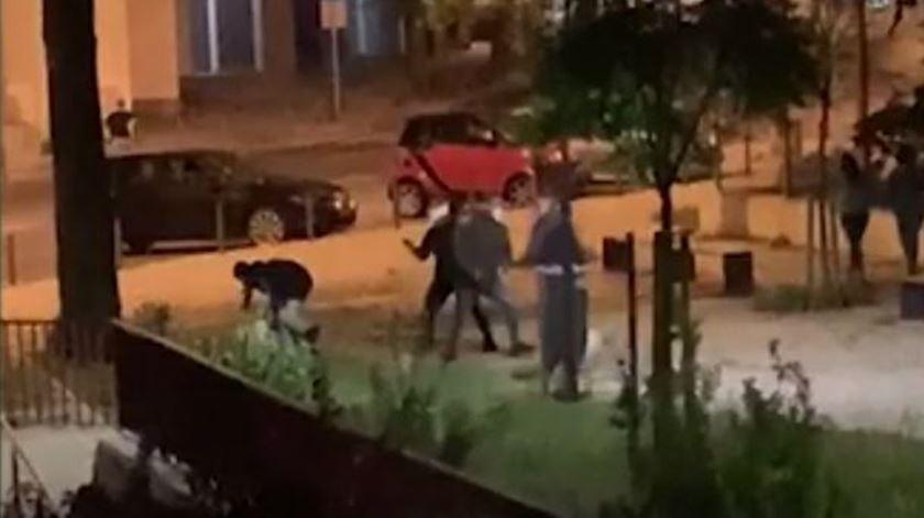 Lisboa: Três feridos em confrontos entre adeptos. Sporting repudia violência