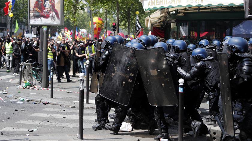 Confrontos e muita polícia nas ruas de Paris