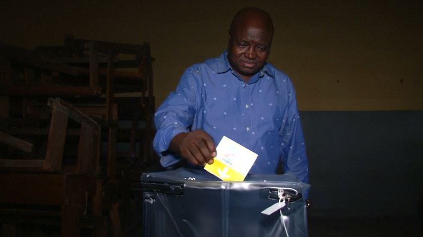 Confrontos fazem dois mortos em dia de eleições no Congo