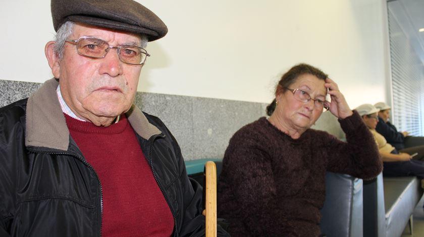 Constantino e Noémia esperam por uma consulta. Foto: Liliana Carona /RR